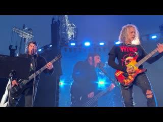 Metallica убивает песню легенд метала на своём концерте в Швейцарии