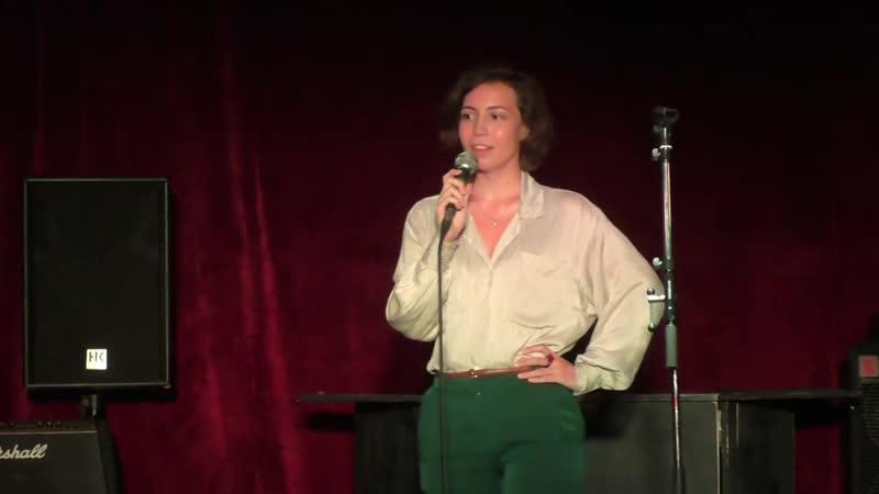 Катя Какурникова. Выступление на Критикомании: Беги из съёмной квартиры..., Сижу в темноте...