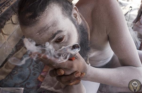 ОДИН ДЕНЬ ИЗ ЖИЗНИ НАГА-БАБА. Ч.-1 Они ходят нагими, живут на милостыню и никто не вправе им отказать. Фоторепортаж Сергея Строителева из Индии.Я находился в Варанаси уже неделю и проводил много