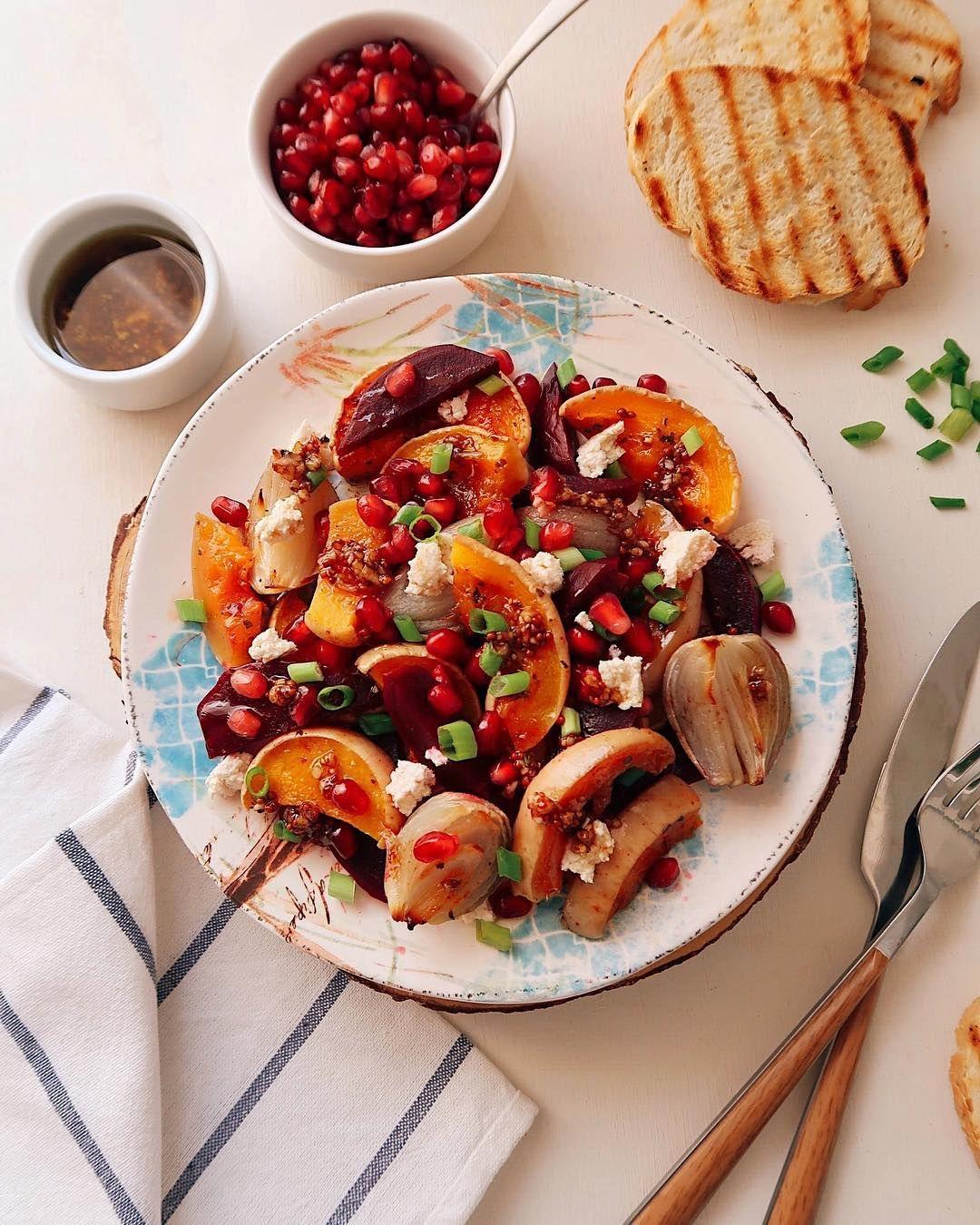 Тёплый салат из запечённых овощей и тофу