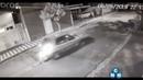 Imagens mostra rapaz sendo atropelado ao salvar seu cachorro.