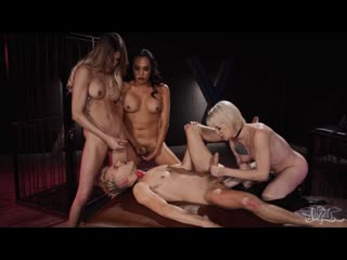 Lena Kelly, Jessica Fox, Casey Kisses
