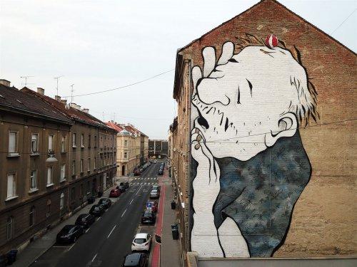 Французский арт-дуэт Ella & Pitr изображает спящих гигантов на крышах домов и улицах
