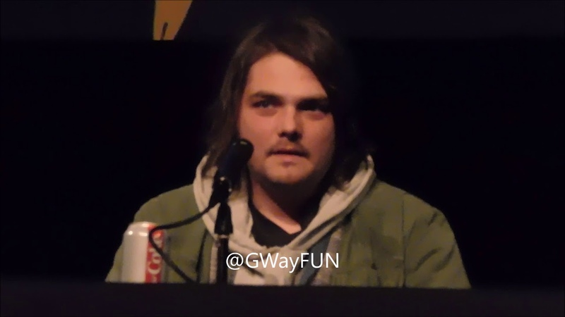 Sweet interaction between Gerard Way and father of a teenage fan