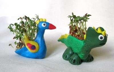 ГРЯДКИ ИЗ ПЛАСТИЛИНА, ИЛИ СКАЗОЧНЫЙ ОГОРОД НА ПОДОКОННИКЕ Это увлекательное занятие объединяет в себе два удовольствия: создание фигурок из пластилина и наблюдение за ростом растений.
