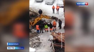 В Соломбальском округе областного центра устраняют последствия аварии на магистральной трубе