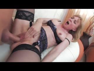 Зрелую служанку в чулках трахает и кончает в рот молодой хозяин | stocking feet fetish mature milf legs big tits bbw granny mom