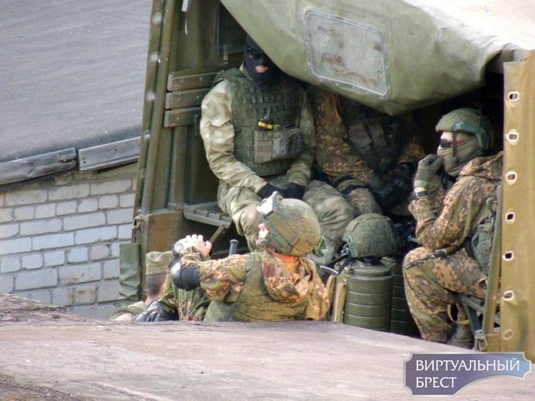 В город прибыло несколько грузовиков с военными. Зачем? А вот догадайтесь...