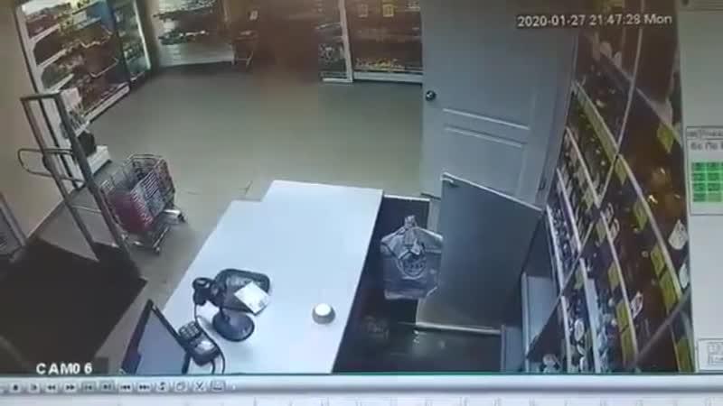В Пермском крае мужчина поджег кассира магазина