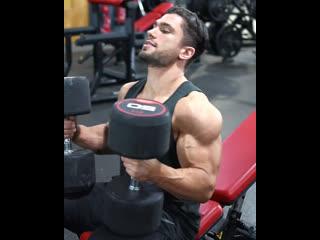 Тренироа на грудь и плечи
