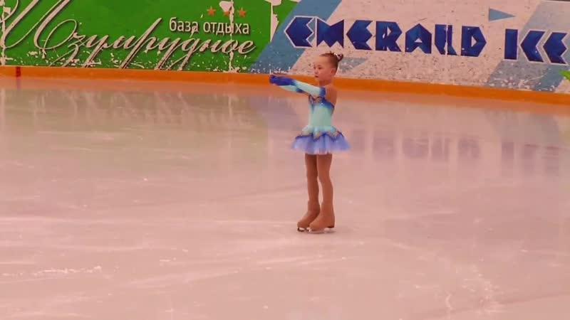 ..Танец маленькой балерины.. ..Моя работа на льду в свете софитов.. .. С благодарностью из Новгорода..