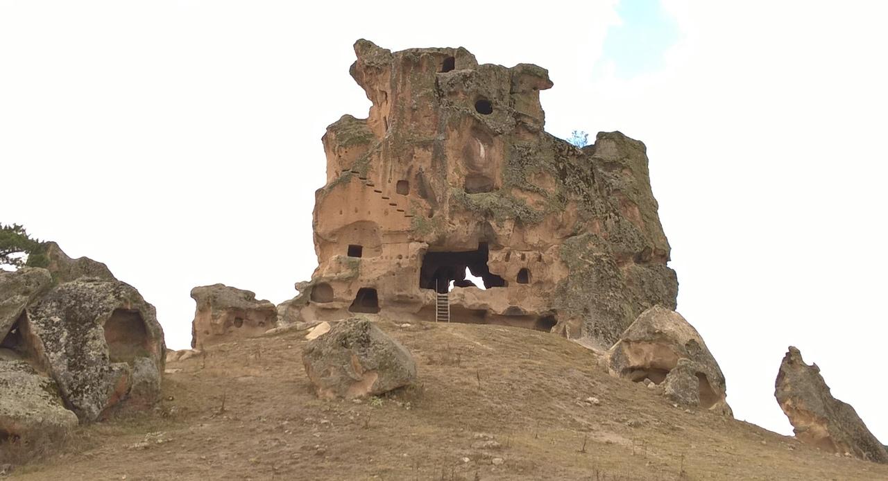 Пещерная фригийская крепость