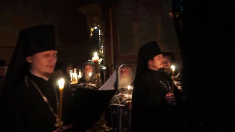 Иеромонах Фотий и иеромонах Макарий. Днесь висит на древе - Exedisan Me Ta Imatia Mou. Запись 2017 года.