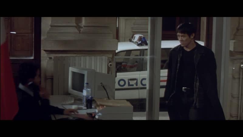 Поцелуй дракона (2001) - Полицейский участок