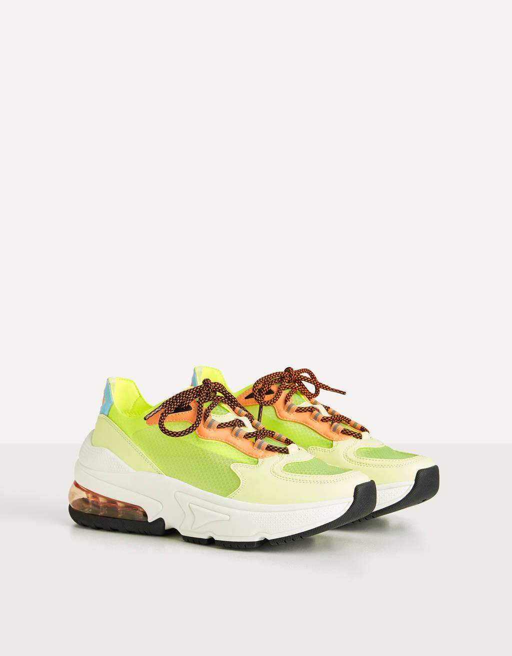 Полупрозрачные кроссовки неонового цвета