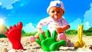 Беби Анабель гуляет и играет в песочнице! Видео с куклами Как Мама. Весёлые игры для детей