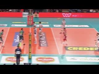Uroš kovačević serve under the net
