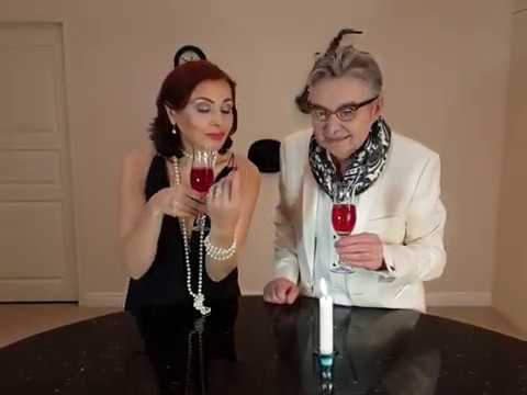 Диклон Хелена Горбунова и Юрий Кретов Перформанс с бокалом вина