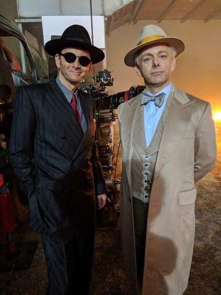 Дэвид Теннант и Майкл Шин на съёмках «Благих знамений», 2018 год