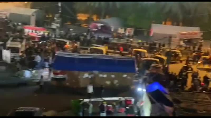 Сегодня вечером на площади Тахрир в центре Багдада.