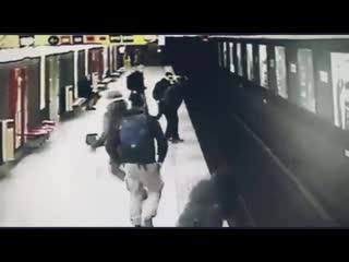 СРОЧНЫЕ НОВОСТИ! Спас ребенка в метро