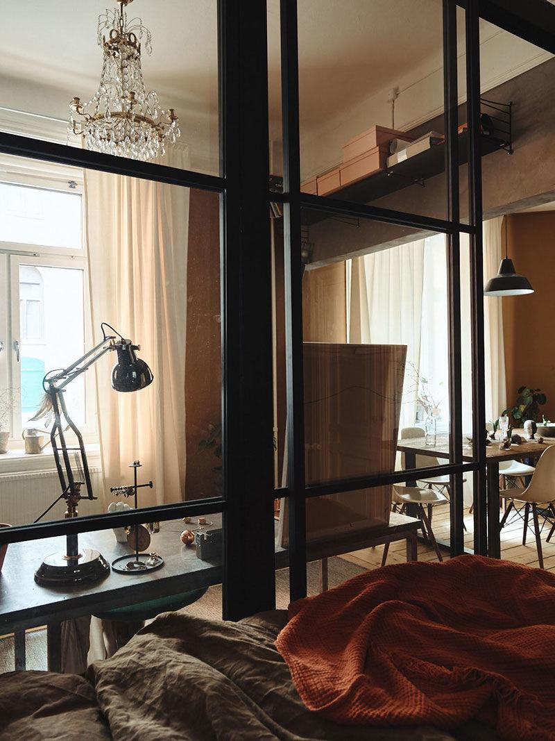 Теплая  цветовая гамма в одной атмосферной шведской квартире (36 кв.