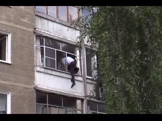 ВПИСКА. В Саранске мужчина хотел выбросить в окно младенца, схватка безумца и участкового