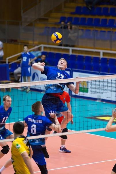 Блокирующий ВК «Динамо» Александр Захаров