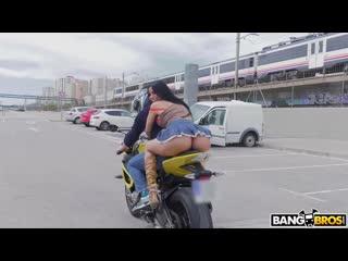 Мотоциклист трахнул пошлую брюнетку в белье из кожи, sex milf girl skin porn busty oil anal twerk bubble ass cum (hot&horny)