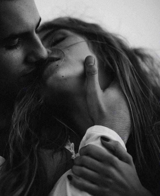 Женщина может бросать последние слова в твой адрес, а через несколько минут поце...