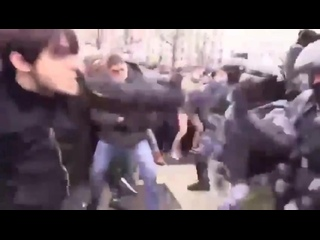Сразившегося на митинге с путинскими карателями чеченца задержали в лесу под Псковом