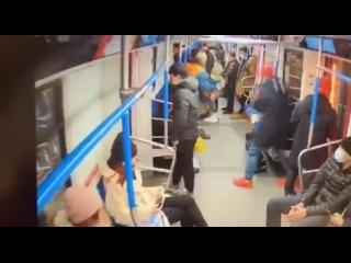 Телефон, ключи, сумочки в метро уже воровали. А вот сиденье - еще нет🤦♂️