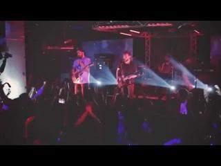 Итальянская панк-группа Vanilla Sky перепела песню Звенит январская вьюга