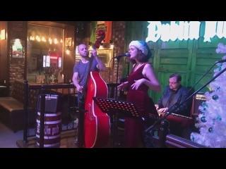 JAKO JAZZ BAND - Skyfall (Dublin Pub 01-01-2019)