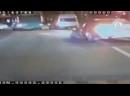 Мажорка на Мерседесе сбивает инспектора ГИБДД в Челябинске