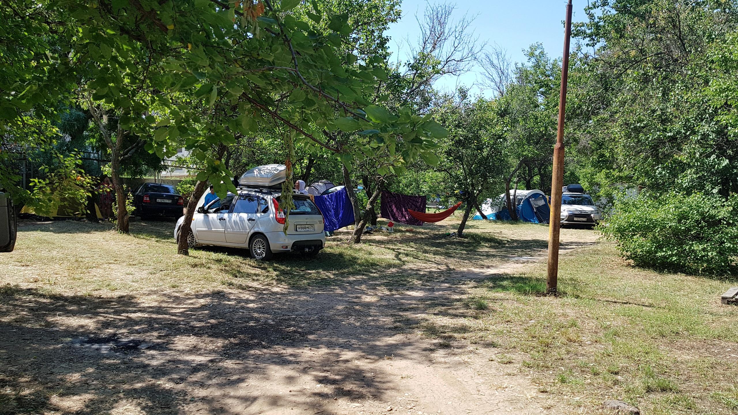 Места для палаток в кемпинге Учкуевка