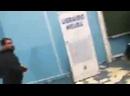 La conférence de F Hollande à Lille est annulée après que des militants dextrême gauche aient envahi et saccagé lamphithéâtre