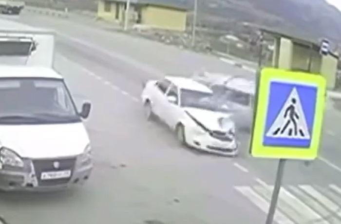 В КЧР полицейский на «Ладе Приоре» попал в ДТП
