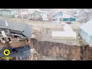 В деревне Караулово два дома разорвало пополам