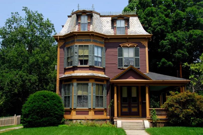 Викторианский дом времен Второй империи в Массачусетсе.