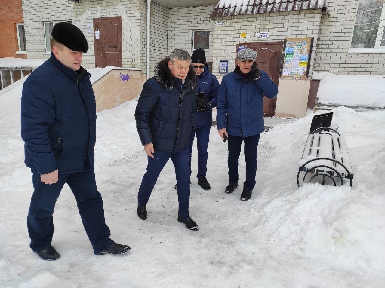 🔥Прямо сейчас Виктор Карамышев контролирует очистку от снега и льда расположенны...