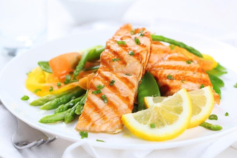 Рыба, запеченная с овощами и сыром моцарелла