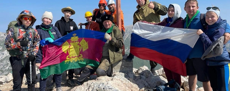 Юные разведчики Северо-Кавказского отдела совершили восхождения на вершину горы Фишт