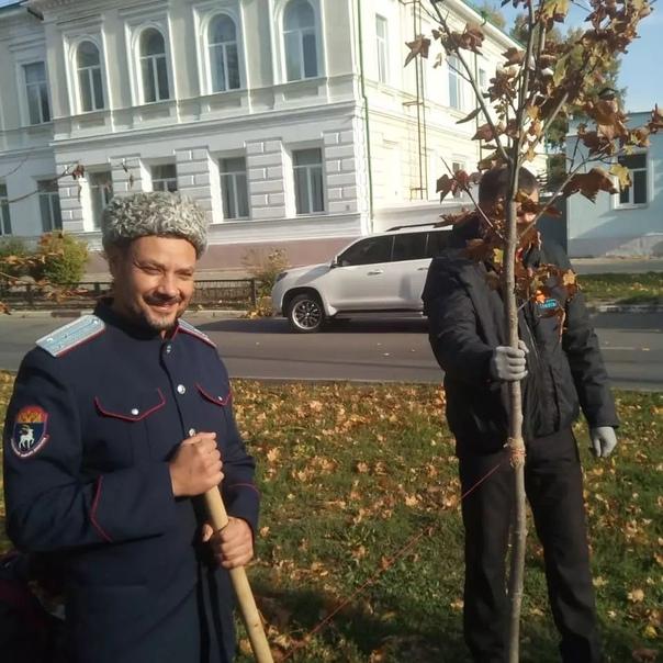 Как депутат Лембриков с лопатой фотографировалсяЕщ...