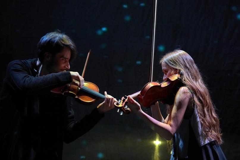 Две скрипки в темноте, концерт в планетарии.