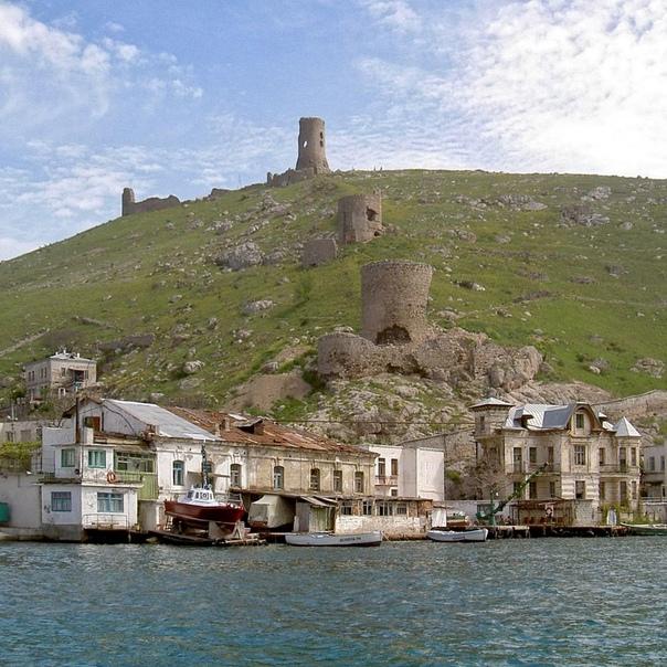 Генуэзские башни, водолечебница Гинали и особняки столетней давности... Севастополь