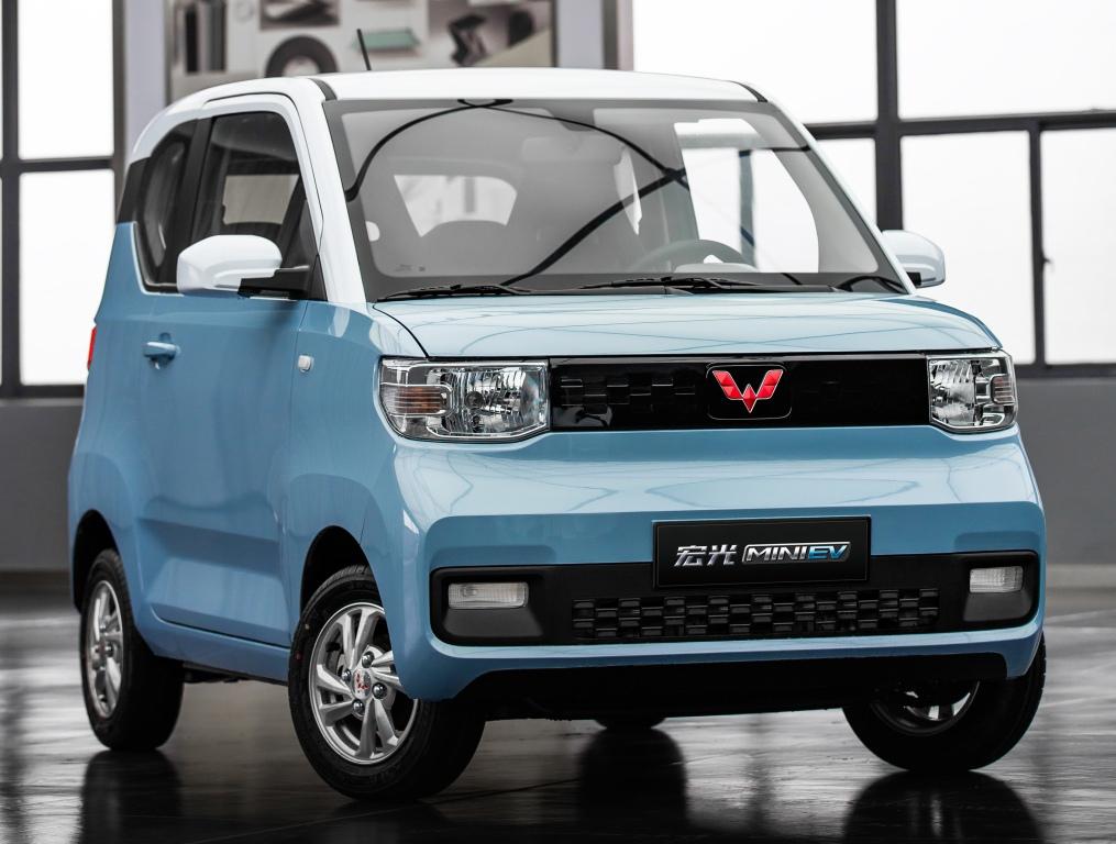 5 место: Wuling Hongguang Mini EV — 125 925 шт., 1,8% рынка