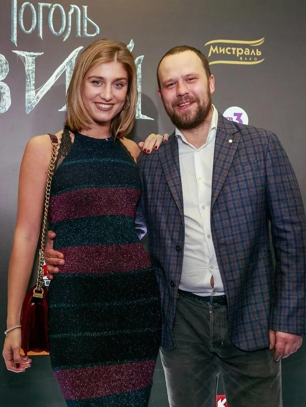 Один из самых симпатичных актеров,Кирилл Плетнев никогда не был обделен вниманием со стороны женщин.