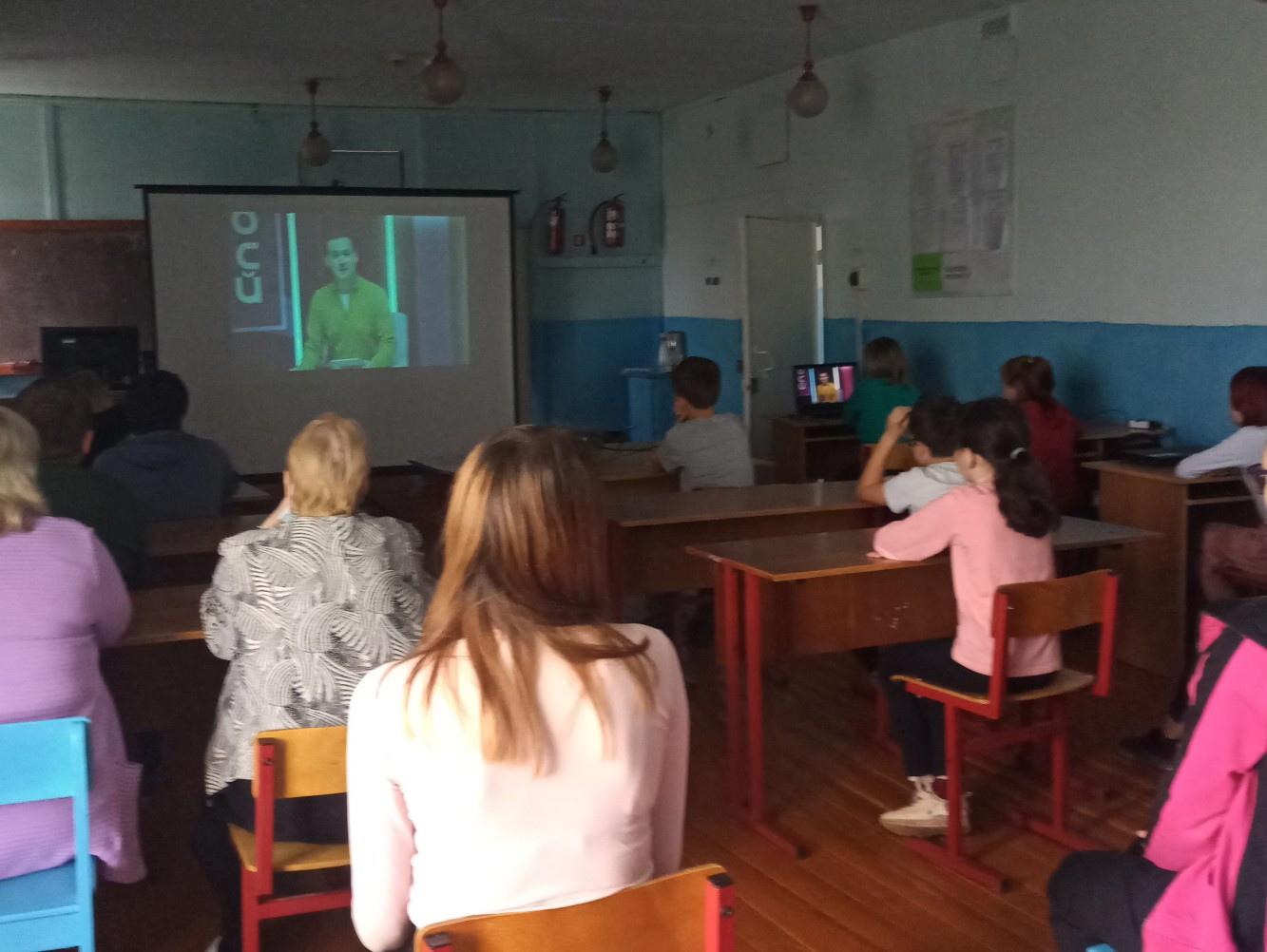 Обучающиеся 5-11 классов смотрят шоу профессии