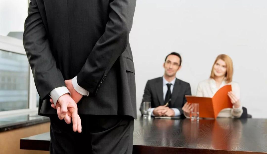 Половина работодателей в РФ считают орфографические и